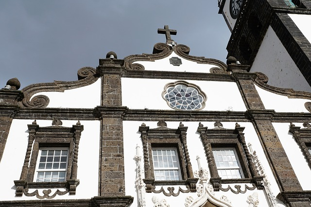 כנסייה טיפוסית בפונטה דלגדה - האי סאו מיגל