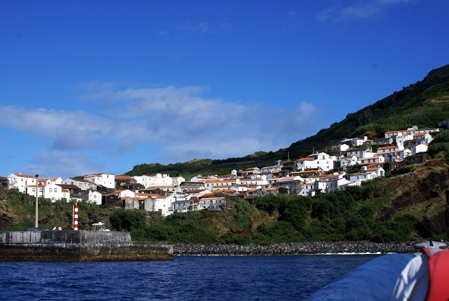 הכניסה לנמל של האי קורבו - Porto da Casa