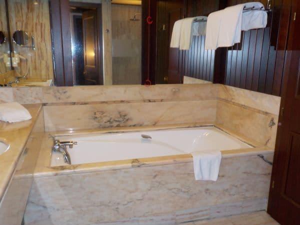 האמבטיה בסוויטה