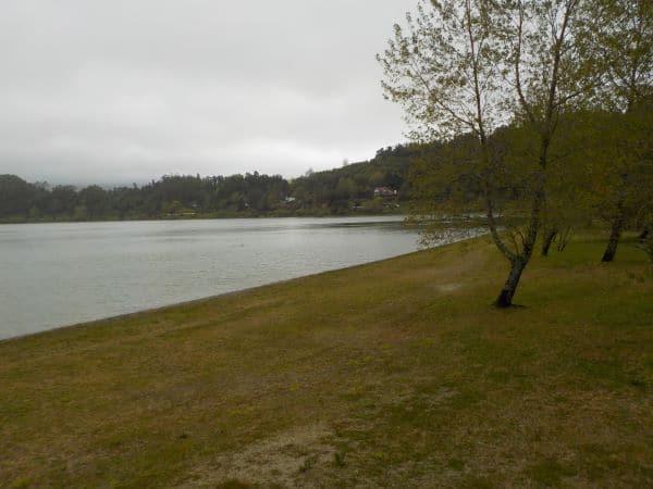 פארק פורנאש - מכתש געשי שהתמלא עם השנים במי גשמים והפך לאגם