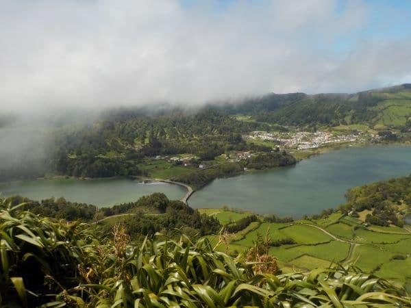 Sete Cidades - לא כל כך רואים אבל לכל אגם יש צבע אחר