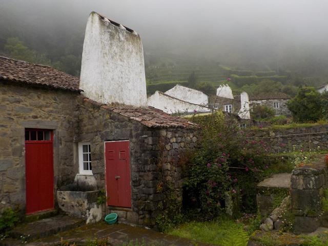 אחד מהבתים המסורתיים בכפר Sanguinho