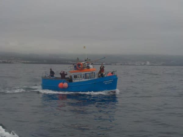 הדייגים המקומיים מנופפים בחזרה