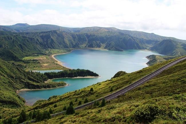 אגם באיים האזוריים
